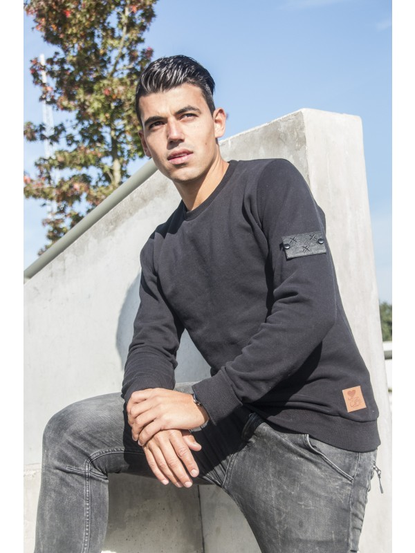 Sweater zwart | Embleem Mouw Breda zwart