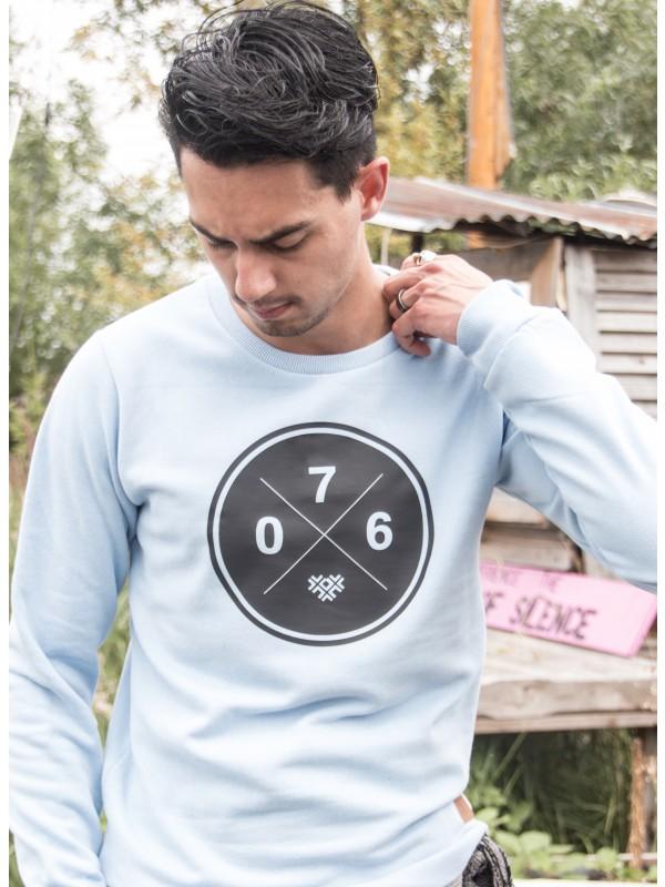 Sweater licht blauw | 076XXX zwart